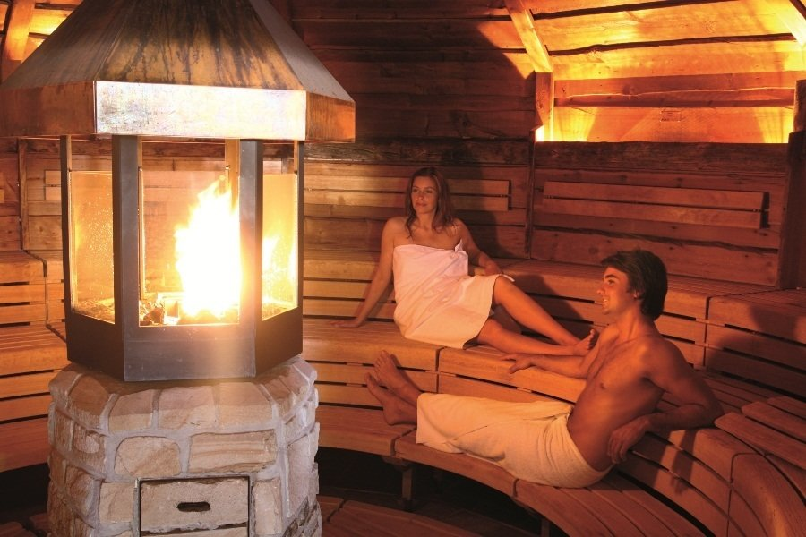 Wellness-Vollmassage (ca. 55 Min.) inkl. Sauna (4 Std.)